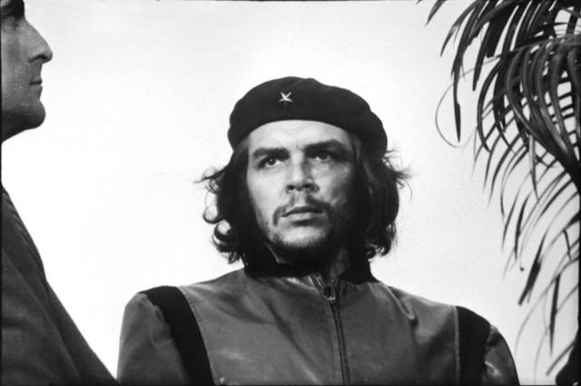 I rami di palma e il profilo del giornalista argentino Jorge Josè Ricardo Masetti Blanco (di origini bolognesi, meglio noto come